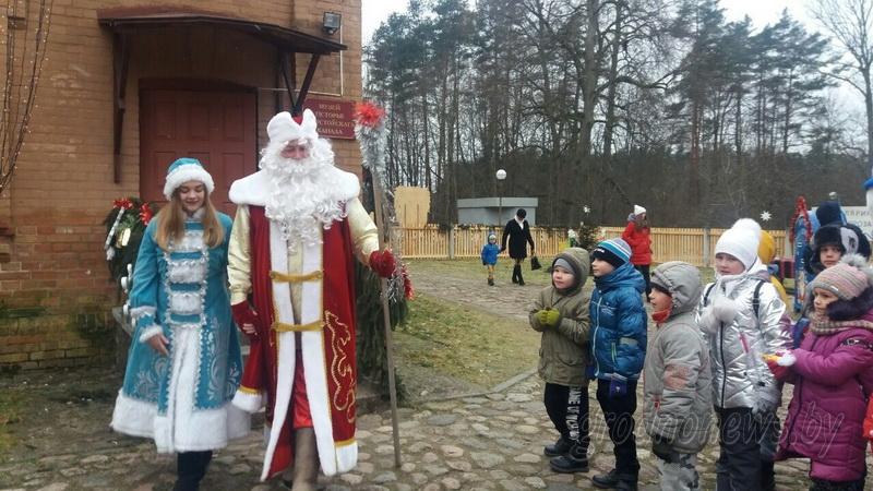 Дед Мороз уехал, но обещал вернуться. Репортаж с последнего праздника в его резиденции на Августовском канале