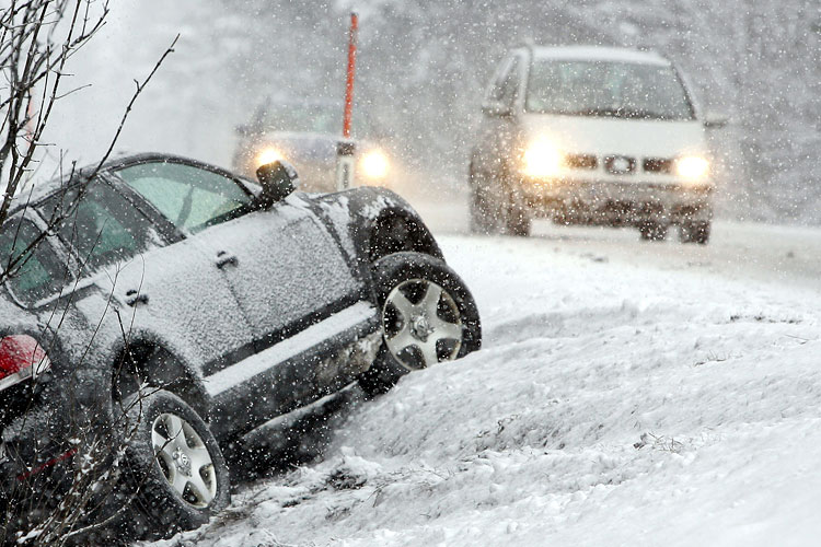 43 аварии, 2 человеческие жизни. Снегопад привел к высокой аварийности на дорогах области