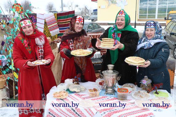 У Воранаве сёння Масленіцу святкавалі і блінамі частавалі (Фота, +Відэа)