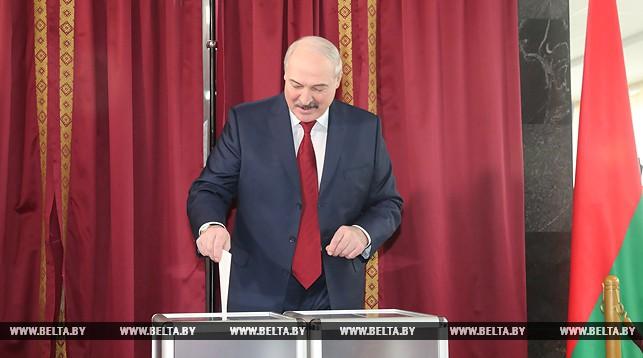 Александр Лукашенко проголосовал на выборах в местные Советы депутатов