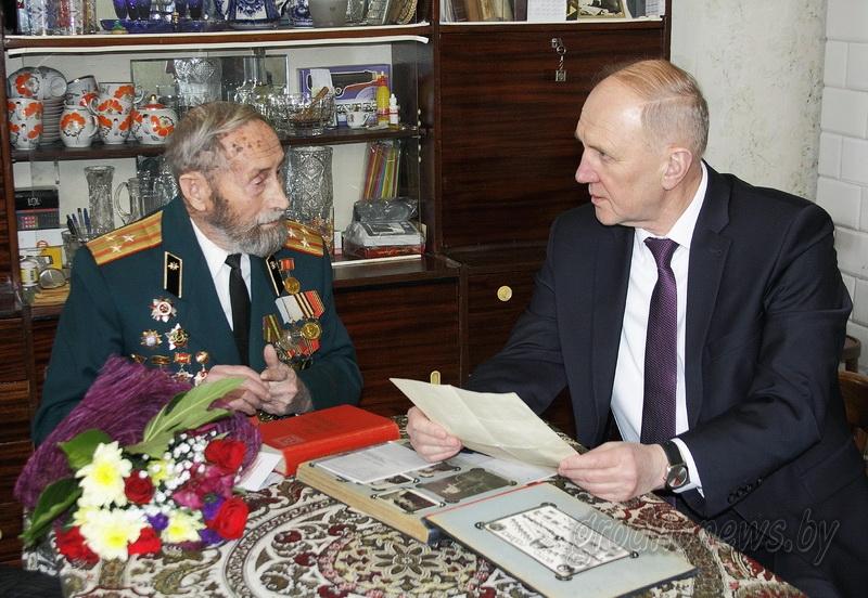 Юбилейные медали «100 год Узброеным сілам Рэспублікі Беларусь» начали вручать ветеранам на Гродненщине