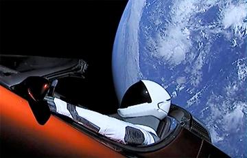 Tesla Илона Маска стала космическим кораблем