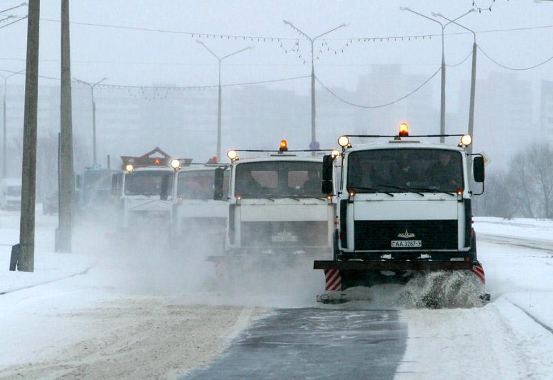 Свыше 900 снегоуборочных машин работало в минувшие сутки на республиканских дорогах