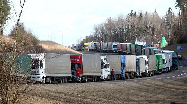 Около 1,5 тысячи грузовиков ожидает выезда из Беларуси