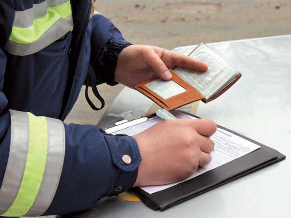 Мобильный кордон. На дорогах области в марте работает мобильный пункт контроля и оплаты штрафов