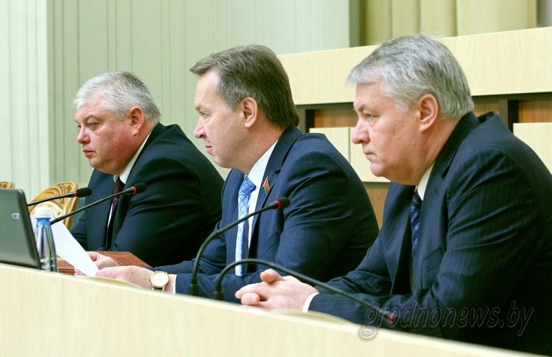 На сессии областного Совета депутатов утверждены итоги реализации государственных программ в области в 2017 году