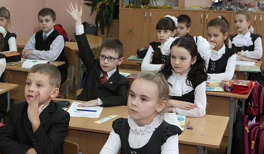 Игорь Карпенко заявляет о готовности юридически закрепить норму о переходе к всеобщему среднему образованию