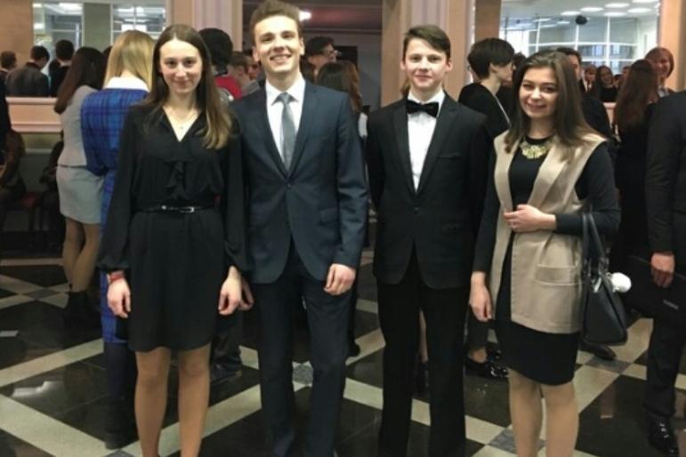 Наш земляк — студент Лидского государственного музыкального колледжа Александр Борташевич, побывавший на встрече с Президентом: «Чтобы заявить о себе на международной сцене, сначала нужно это сделать у себя в Беларуси»