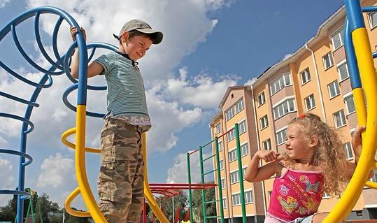 В областных центрах Беларуси к июню установят 25 уличных игровых комплексов для детей