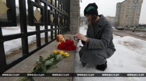 Книга соболезнований открыта в посольстве России в Беларуси в связи с трагедией в Кемерово