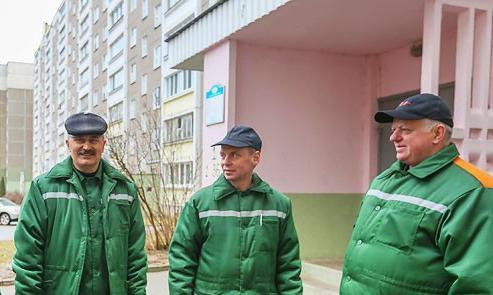 Александр Лукашенко отмечает социальную значимость труда работников ЖКХ