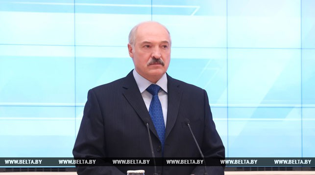 Лукашенко наряду с экономической подчеркивает и политическую значимость сельского хозяйства