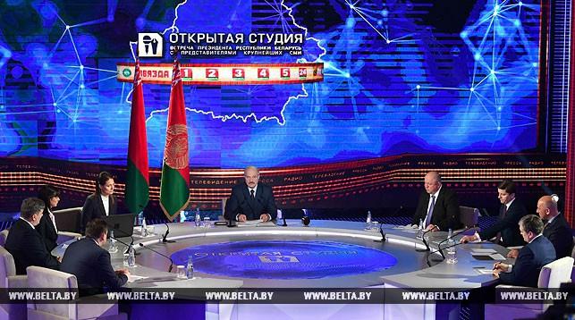 Лукашенко о роли СМИ: не факт, что ядерное оружие мощнее