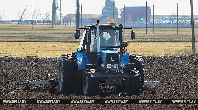 Условия труда аграриев во время посевной проверили технические инспекторы профсоюзов