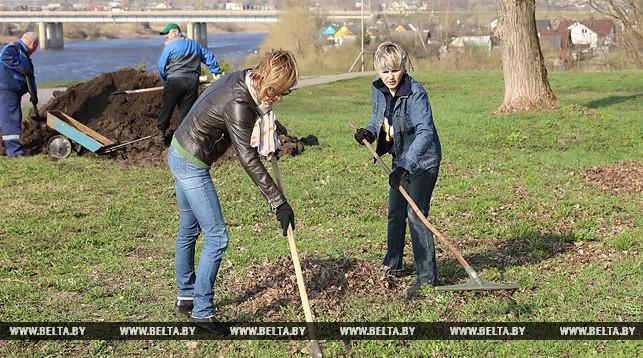 Около 3 млн белорусов участвуют в республиканском субботнике