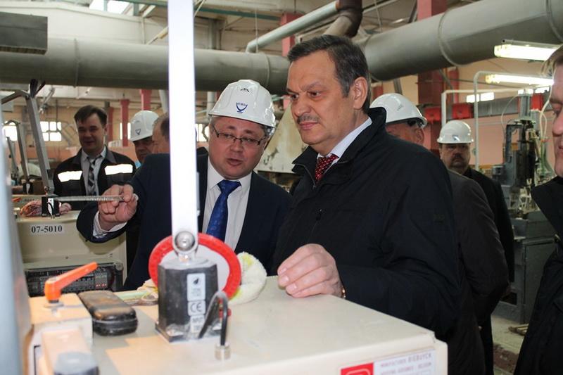 Вице-премьер Беларуси Анатолий Калинин с рабочим визитом посетил ОАО «Стеклозавод «Неман»