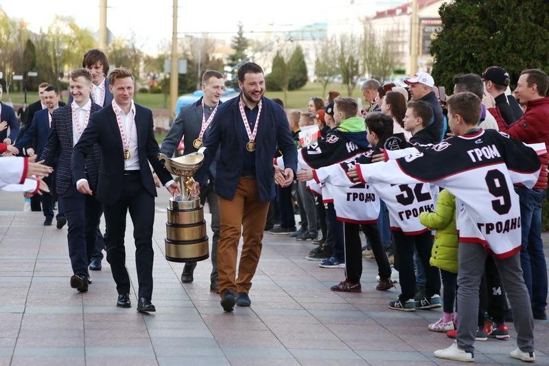 Золото для чемпионов. В Гродно чествовали хоккейный клуб «Неман»