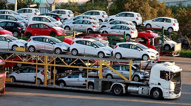 Процедура ввоза выпущенных до 2017 года автомобилей из ЕАЭС в Россию упрощена