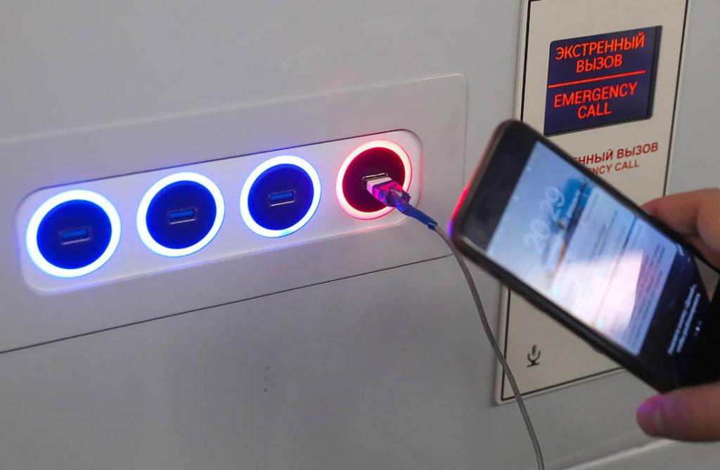 Услугу по подзарядке гаджетов планируется до конца года внедрить во всех поездах БЖД