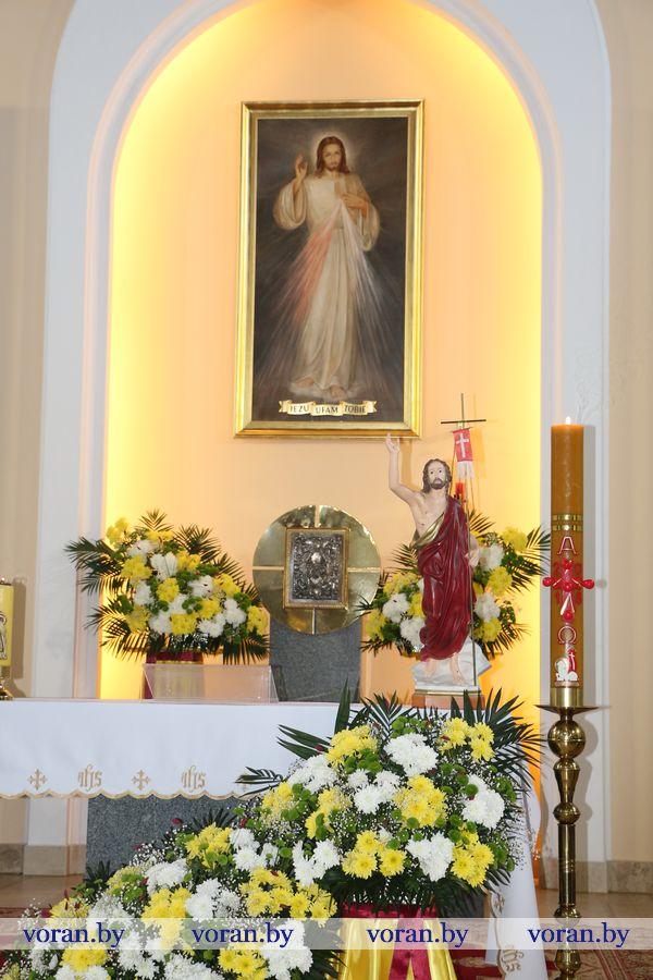 Урачыстаcць Божай Міласэрнасці святкавалі ў воранаўскім санктуарыі