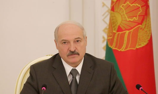 Александр Лукашенко предупредил предприятия о серьезной ответственности за сохранность сельхозтехники (+Видео)
