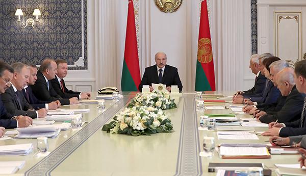 Тема недели: Лукашенко провел совещание по актуальным вопросам социально-экономического развития