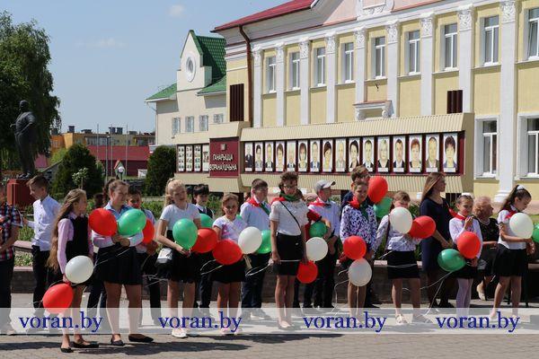 Слаўся, зямлі нашай светлае імя! Дзень Дзяржаўнага герба і Дзяржаўнага флага Рэспублікі Беларусь  сёння адзначылі ў Воранаве.