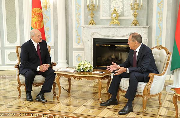 Александр Лукашенко обсудил с Сергеем Лавровым подготовку к заседанию ВГС