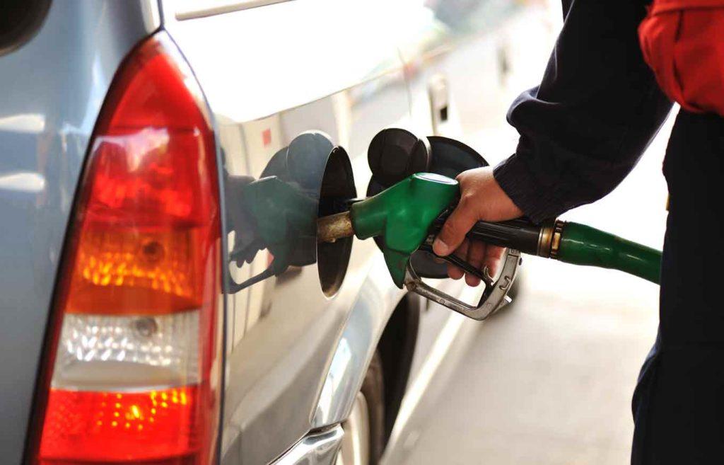 Автомобильное топливо в Беларуси с 15 мая дорожает на 1 копейку