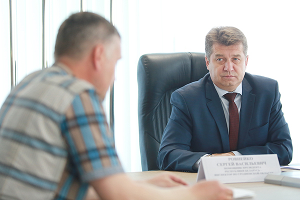 Помощник Президента – инспектор по Гродненской области Сергей Ровнейко провел прием граждан в ОАО «Гродно Азот»