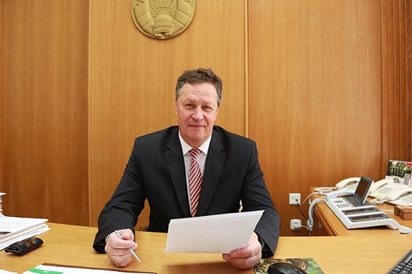 Субботнюю прямую линию с жителями Гродненщины провел управляющий делами облисполкома Игорь Попов
