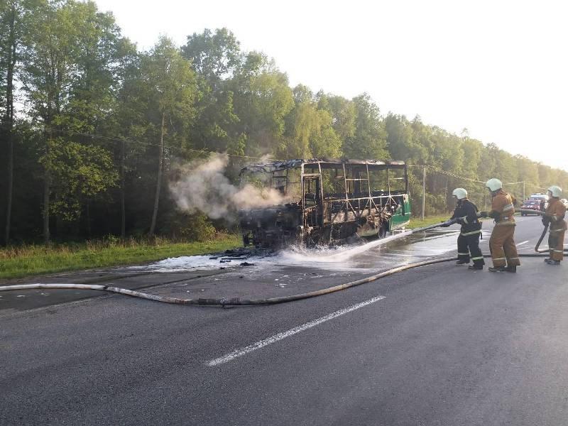 Автобус сгорел на трассе в Лидском районе (+видео)