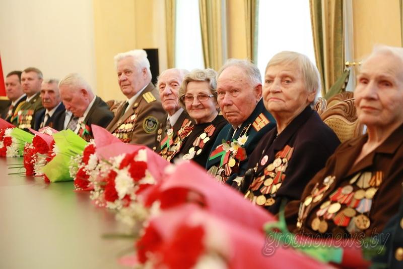 Праздничный прием накануне Дня Победы. В облисполкоме чествовали ветеранов