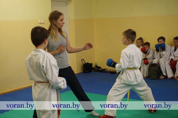 Уже год в  Вороновской школе работает секция по карате