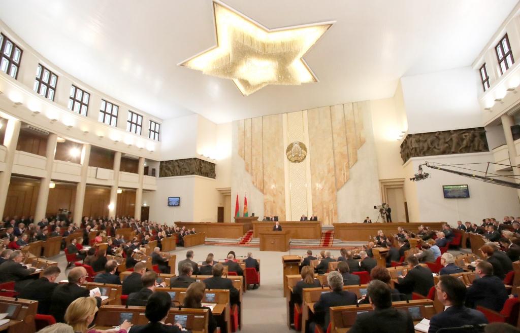 Белорусские депутаты приняли во втором чтении поправки в закон о массовых мероприятиях