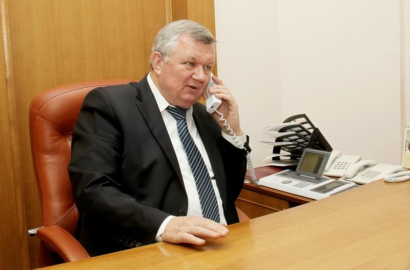 Субботнюю прямую линию с жителями области провел первый заместитель председателя облисполкома Иван Жук