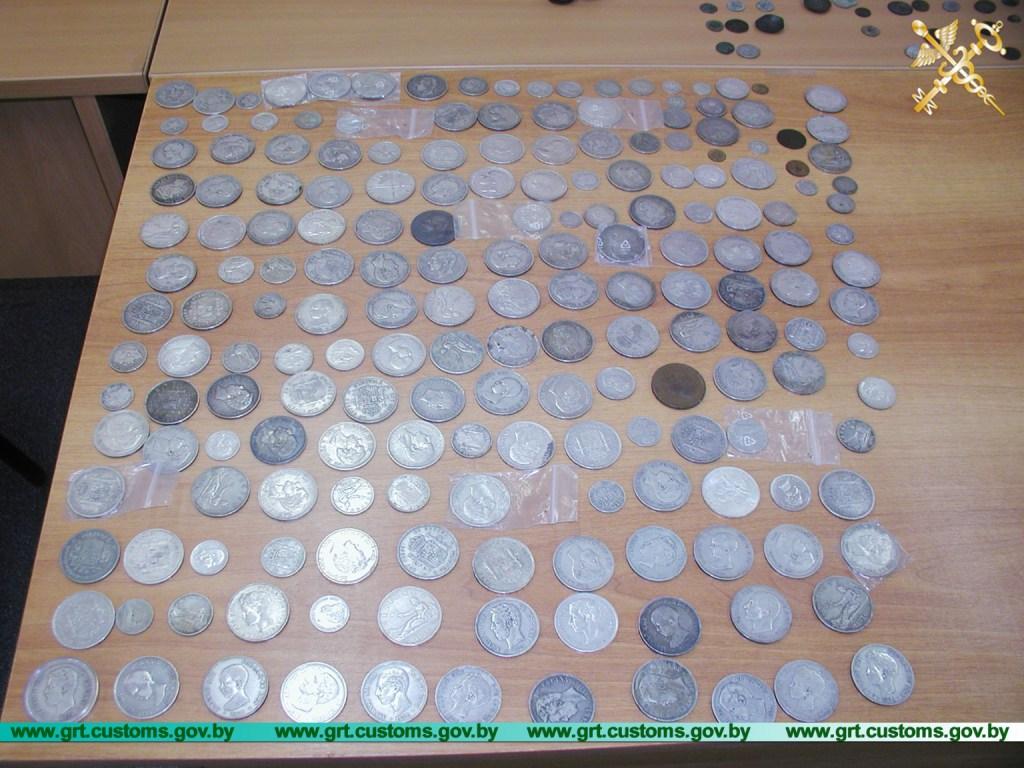 Монеты Византии и Римской империи таможенники нашли в тайнике