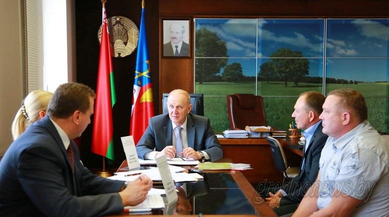 Председатель облисполкома Владимир Кравцов провел прием граждан в Ошмянах
