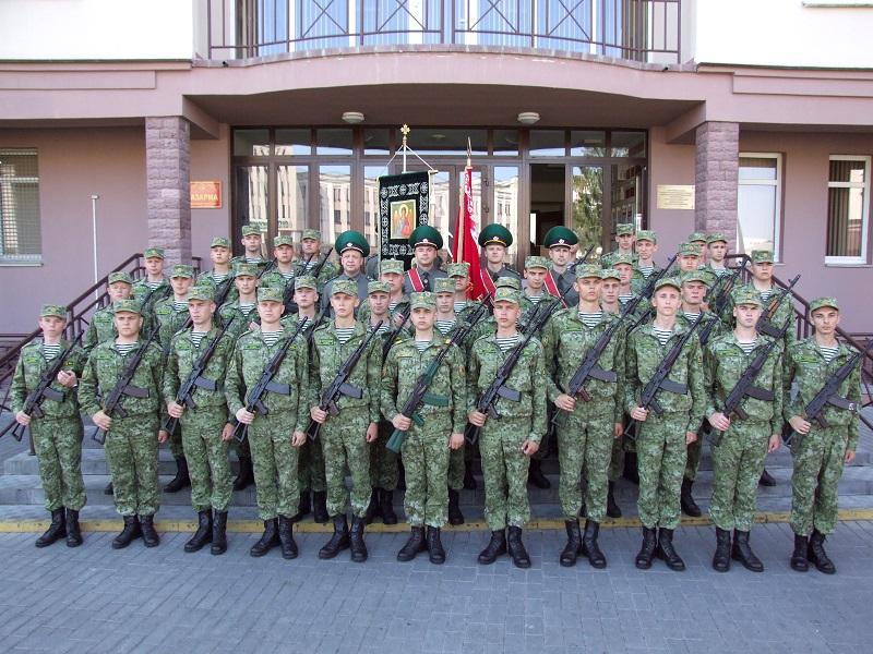 В Гродненской пограничной группе торжественно вручили оружие новым пограничникам