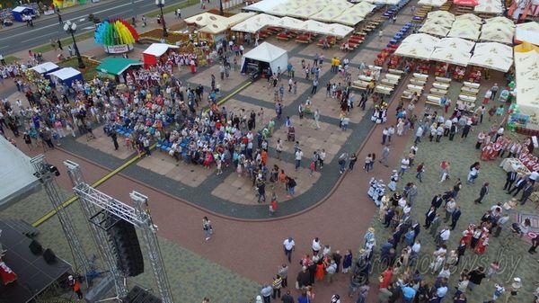 6 улиц в честь областных центров открылись в Гродно во второй день фестиваля