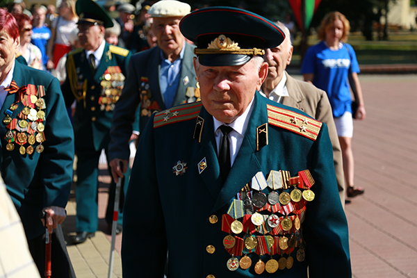 Безлимит ко Дню Независимости: белорусские ветераны смогут бесплатно звонить во все сети и за границу