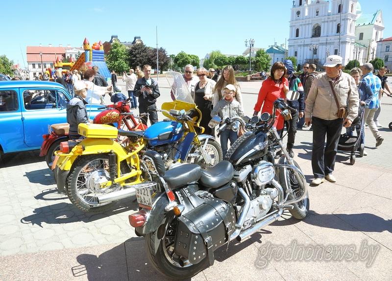 «Первый советский лимузин» и редкие модели «Москвичей»: большая автовыставка пройдет в Гродно