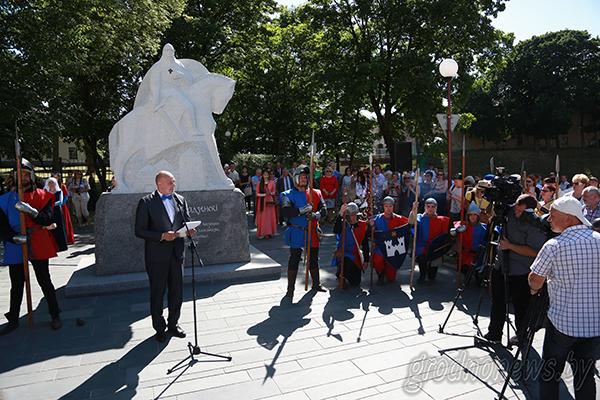 В Гродно торжественно открыли памятник Давыду Городенскому