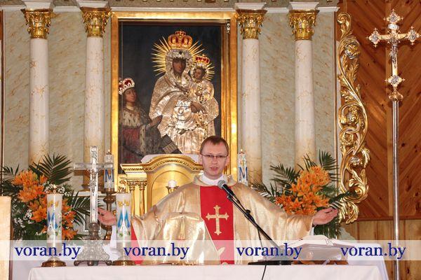 У Тракелях новы святар (Відэа)