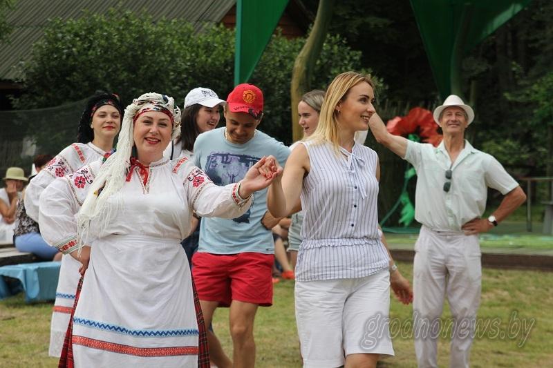 От «Кадрили» до «Краковяка». Мастер-класс по бытовым танцам провели на шлюзе «Домбровка»