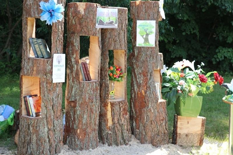 Экологический праздник на «Августовских берегах»: мастер-классы от лесорубов, фито-чай из библиотеки и первый майский мёд