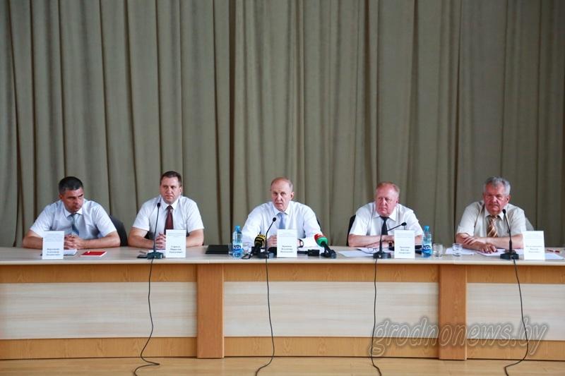 Пресс-конференцию для региональных и республиканских СМИ провел председатель Гродненского облисполкома Владимир Кравцов