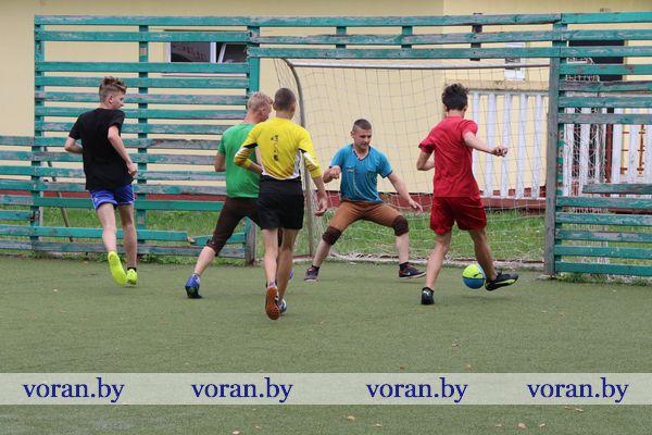 В Вороново школьники сыграли в мини-футбол с подучетными учащимися колледжа
