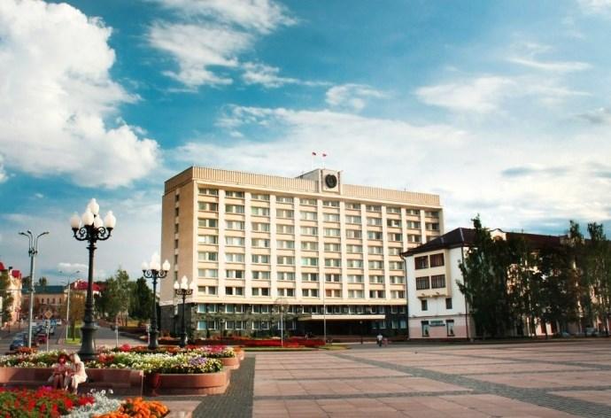 Безопасность граждан, итоги полугодия, консервация старинных замков, подготовка ко Дню белорусской письменности рассмотрели в облисполкоме