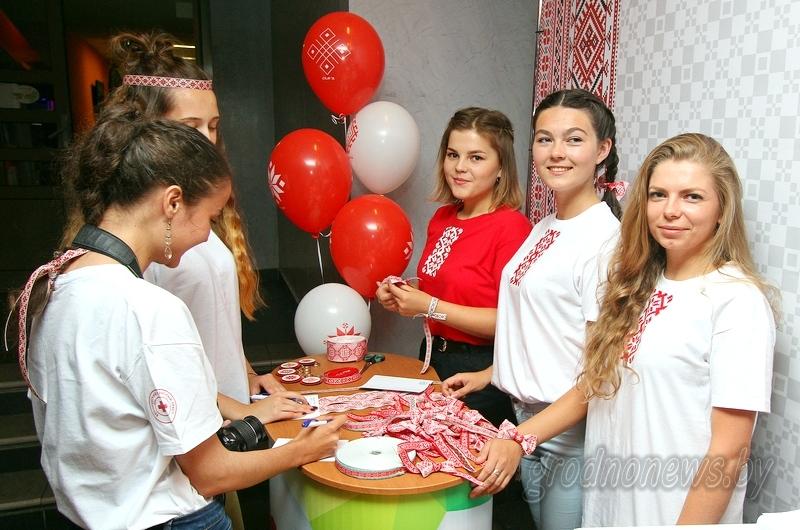 Более 400 детских рисунков, аквагрим и фенечки на память: как в Гродно прошел День вышиванки